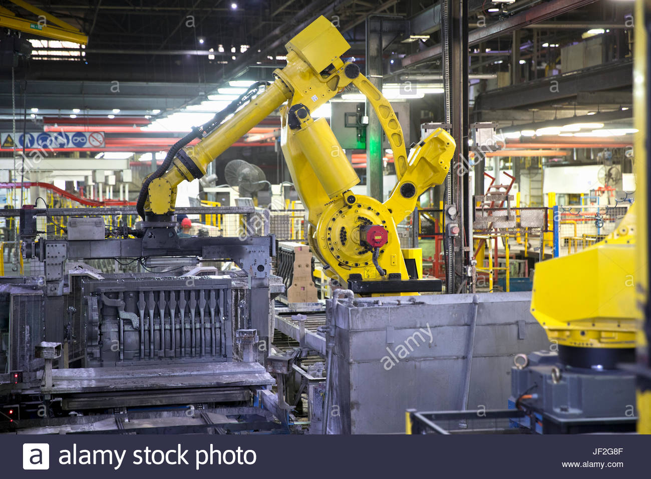 Roboter-Produktionslinie In Motor Manufacturing Factory Stockbild