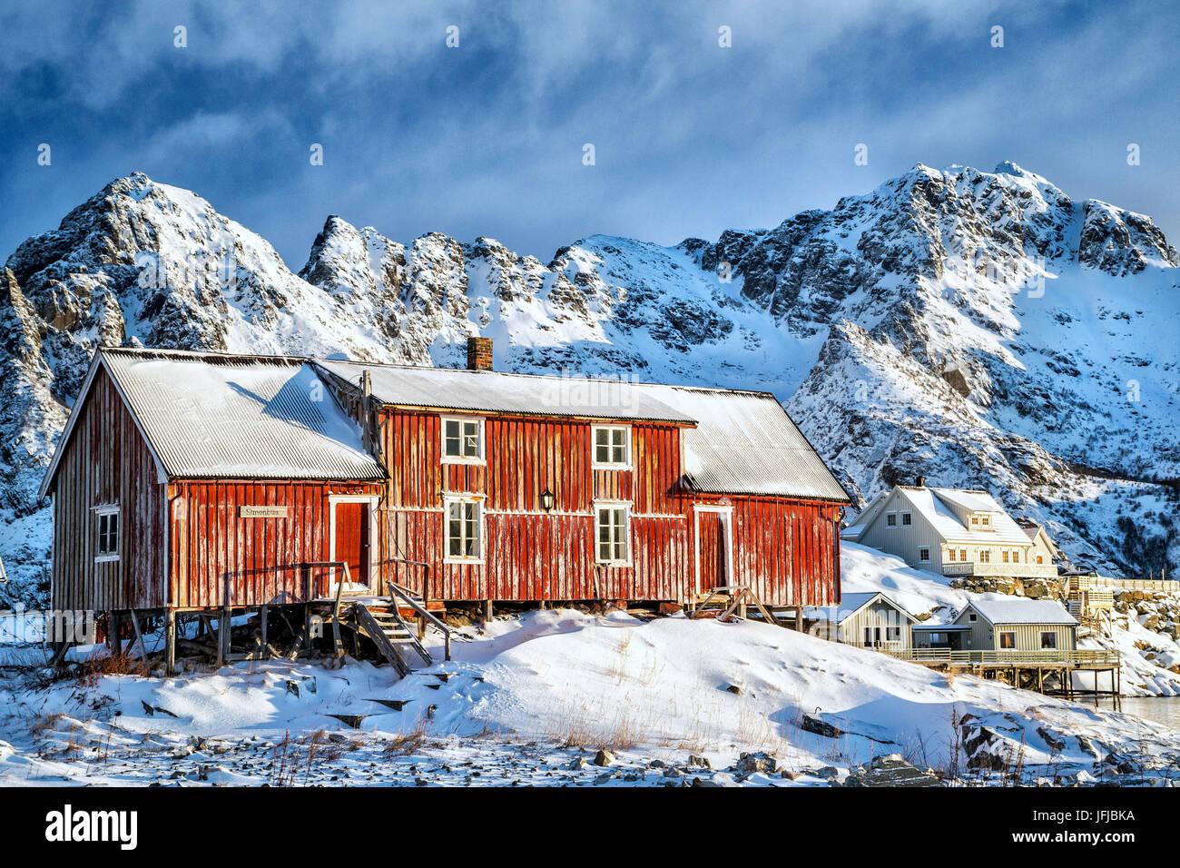 Typischen roten Haus der Lofoten-Inseln, Henningsvær, Norwegen, Europa Stockbild
