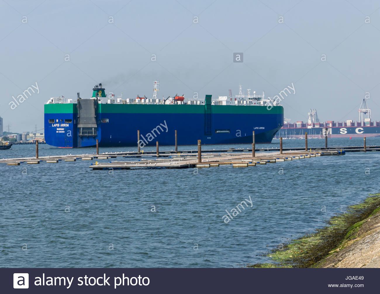 Schiff Lapis Pfeil Nassau Southampton, Hampshire, England von Mayflower Park kommend Stockbild