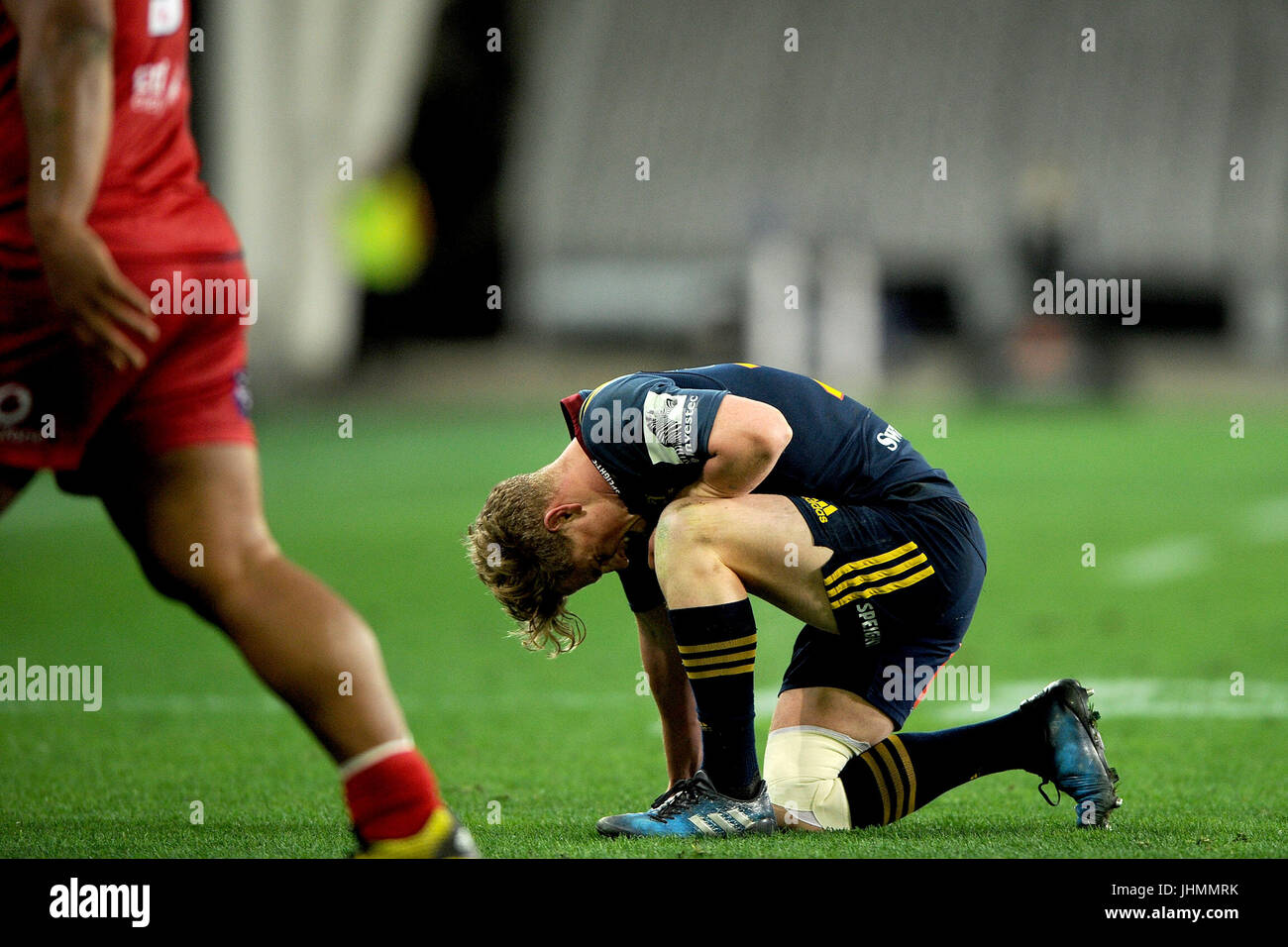 14. Juli 2017, Forsyth Barr Stadium, Dunedin, Neuseeland; Josh Renton die Highlanders untergeht Schmerzen während Stockbild