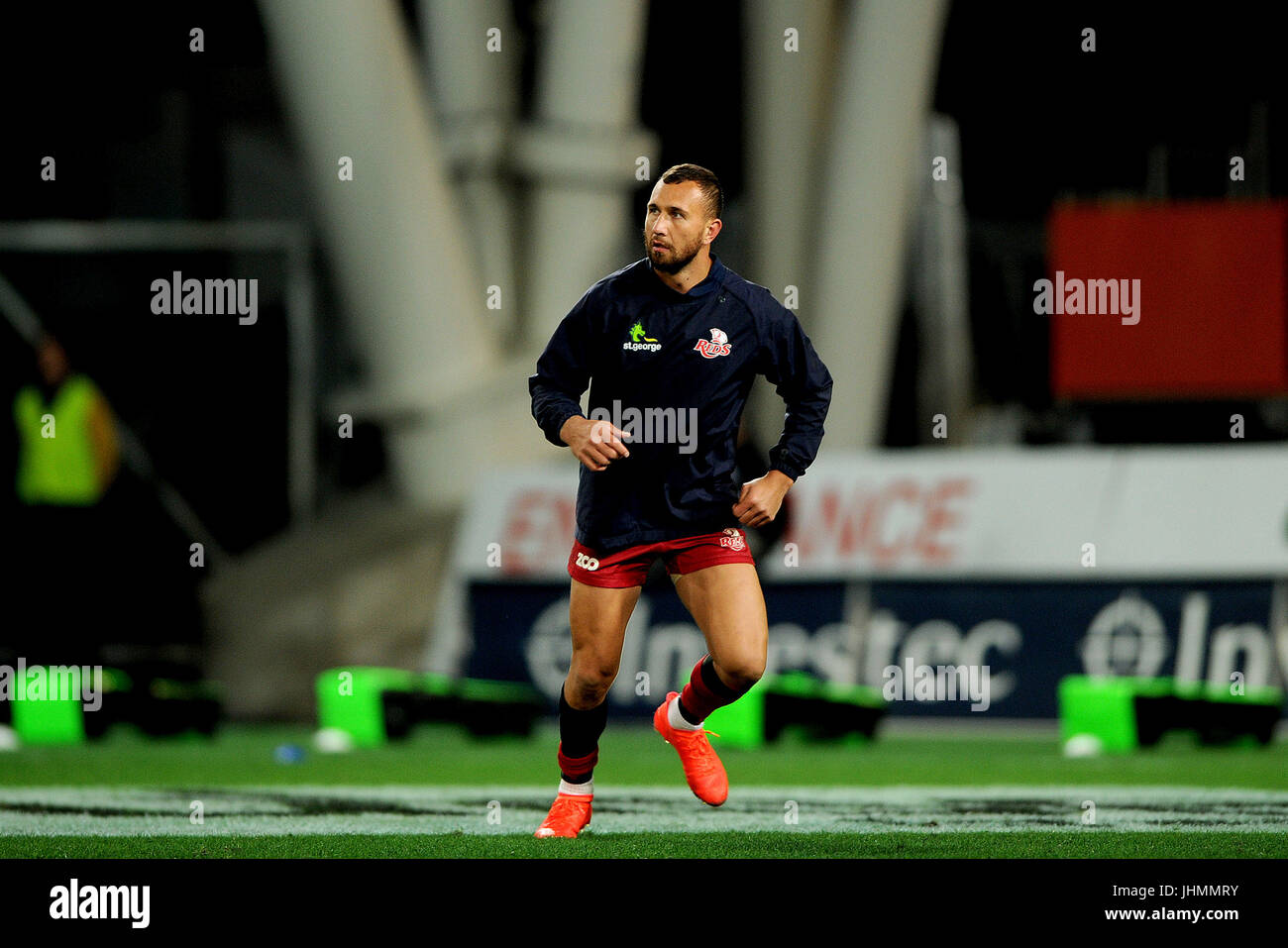 14. Juli 2017, Forsyth Barr Stadium, Dunedin, Neuseeland; Quade Cooper der Reds wärmt sich vor dem Super-Rugby Stockbild