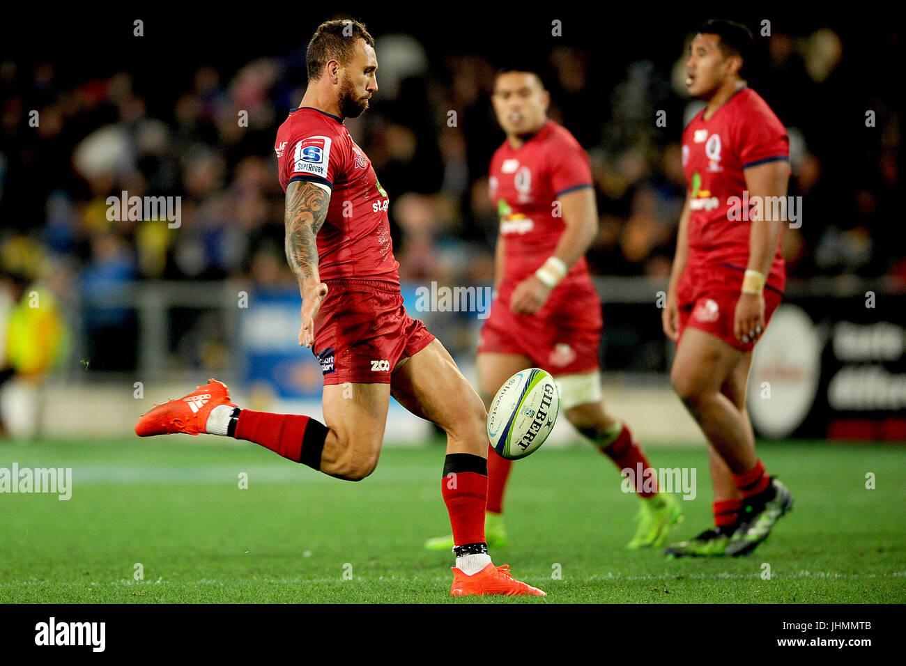 14. Juli 2017, Forsyth Barr Stadium, Dunedin, Neuseeland; Quade Cooper der roten macht einen Kick während der Stockbild