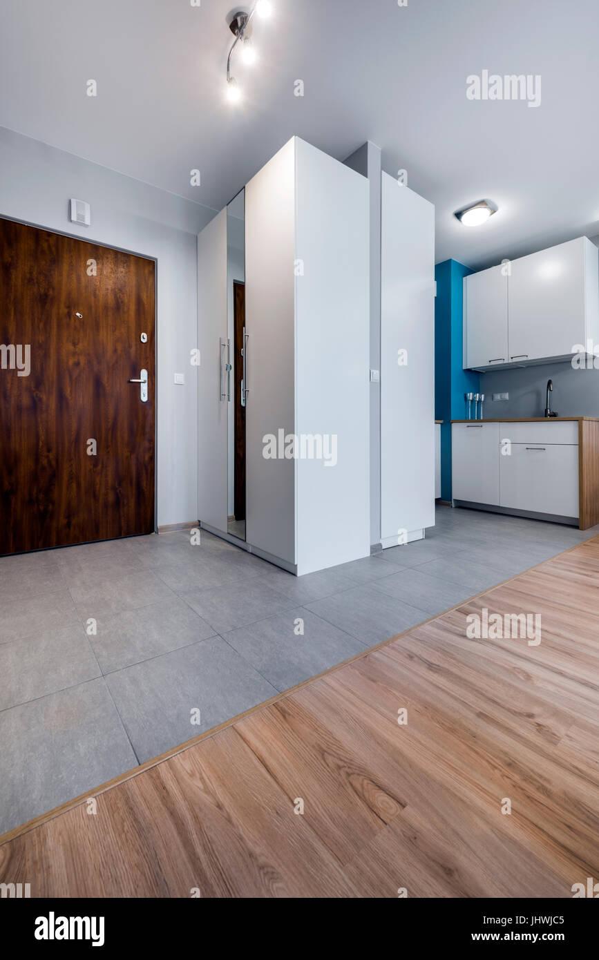Moderne Innenarchitektur Eingang zur kleinen Wohnung Stockfoto, Bild ...