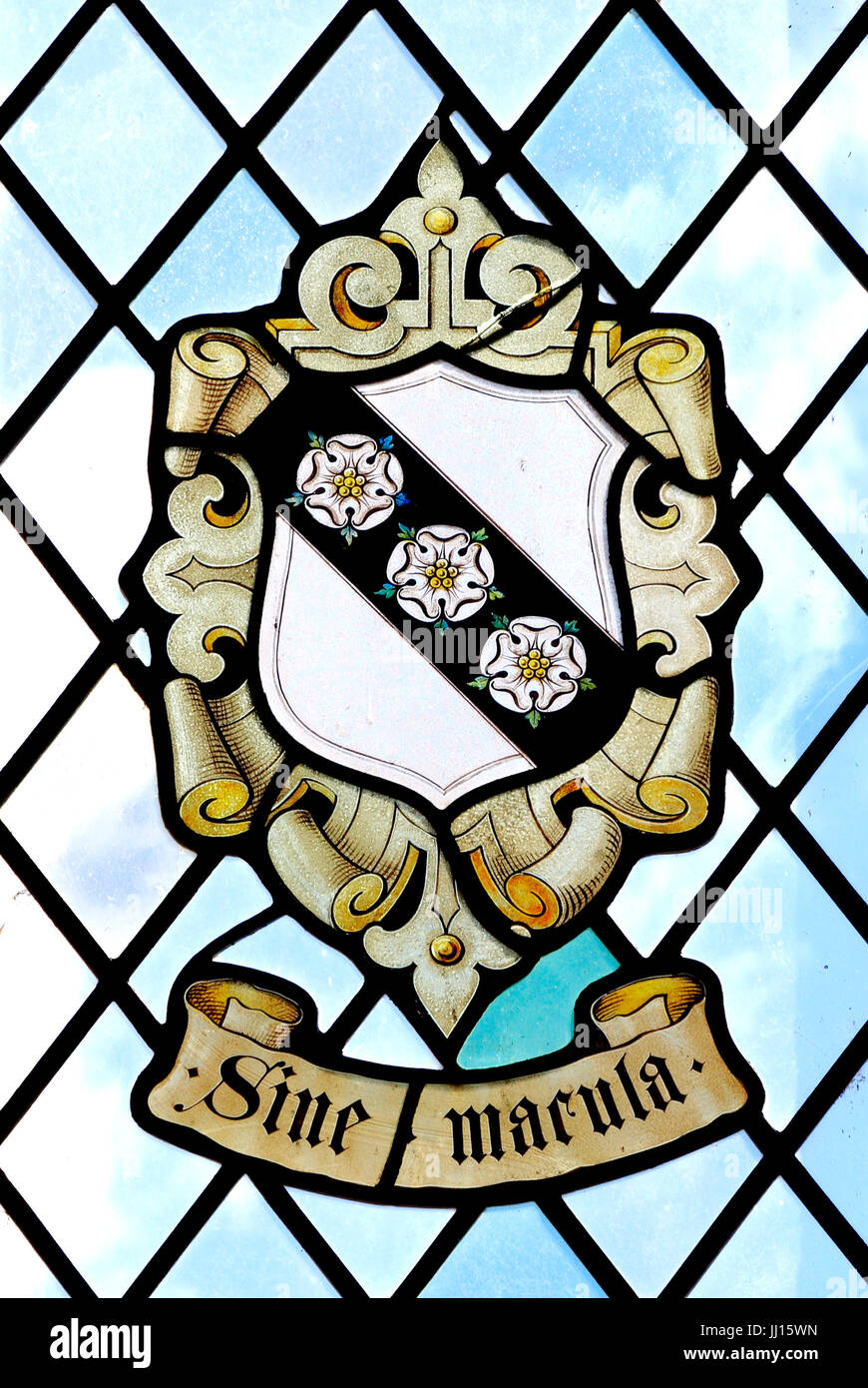 Sine Macula, ohne Makel, ohne Flecken, Heraldik, Heraldik, Buntglasfenster von Carey Family, East Barsham Manor, Stockbild