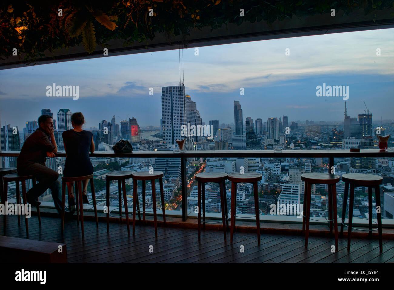 Gehobene Küche mit Blick auf Bangkok, Thailand Stockbild