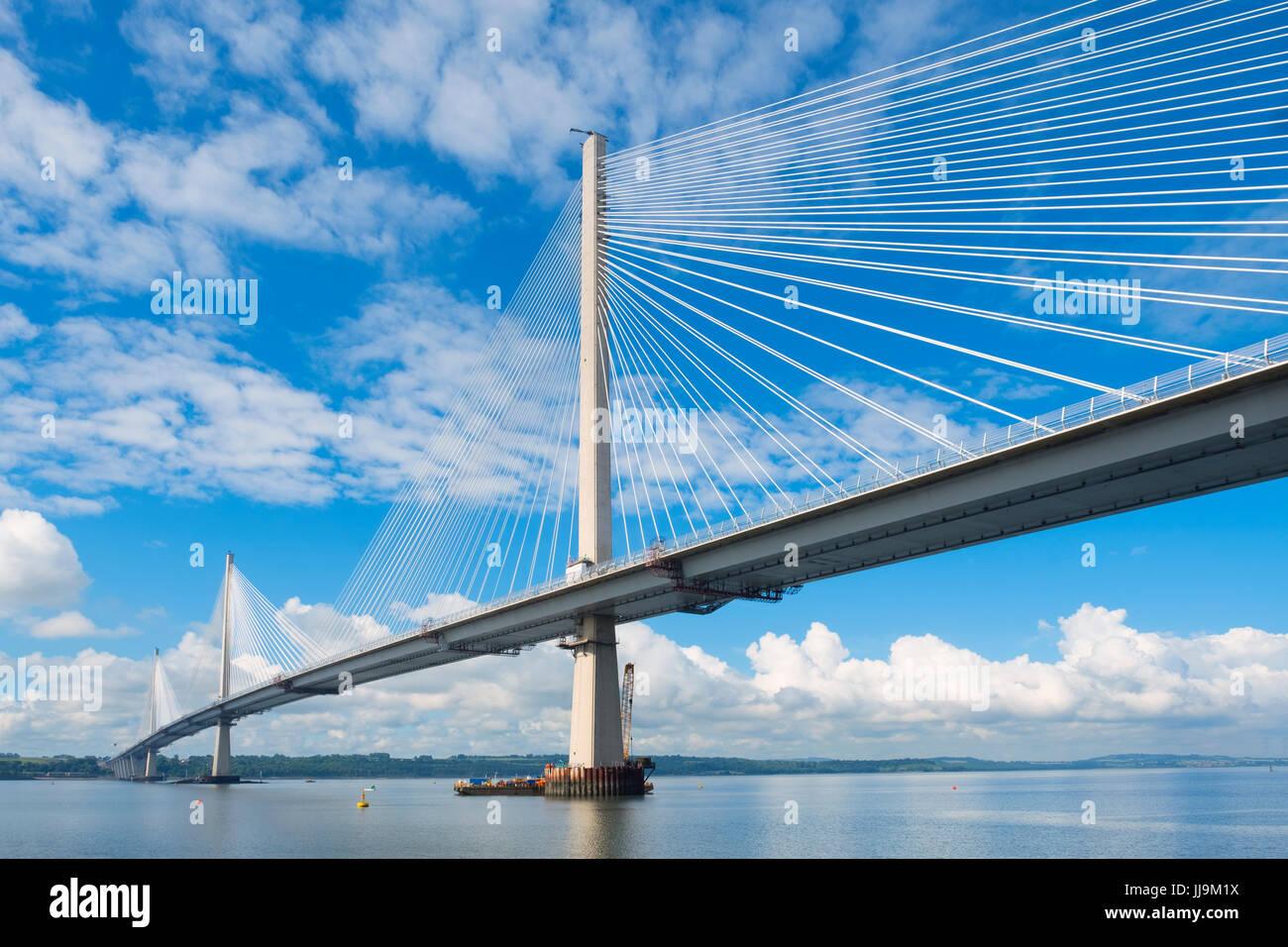 Ansicht des neuen Queensferry Crossing Brücke über Fluss Forth in Schottland, Vereinigtes Königreich Stockbild