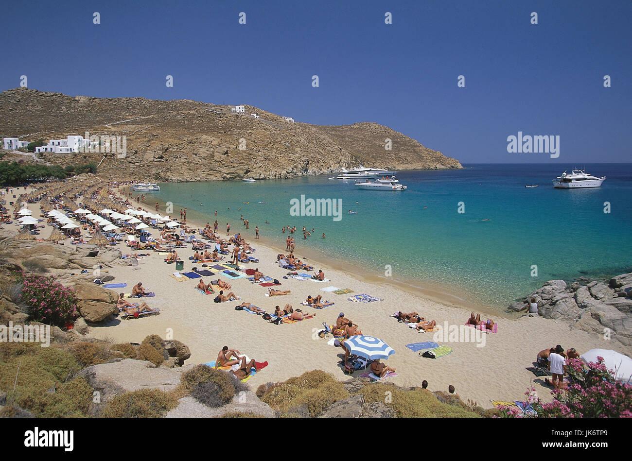 Griechenland, Kykladen, Insel Mykonos, Super Paradise Beach, Strandszene Mittelmeer, anregenden Calderafelsen, Cyclades, Stockbild