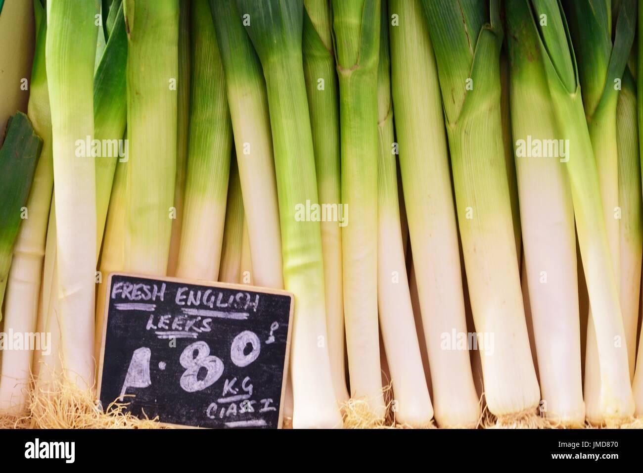 Englische Lauch zum Verkauf auf Markt Stockbild