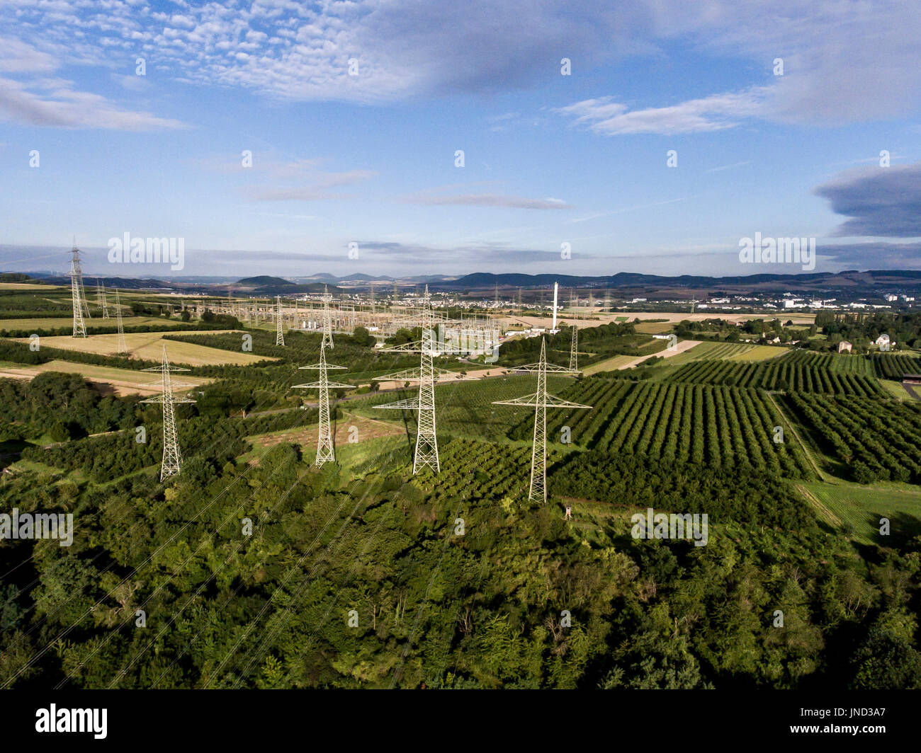 electricity pylon top view stockfotos electricity pylon top view bilder alamy. Black Bedroom Furniture Sets. Home Design Ideas