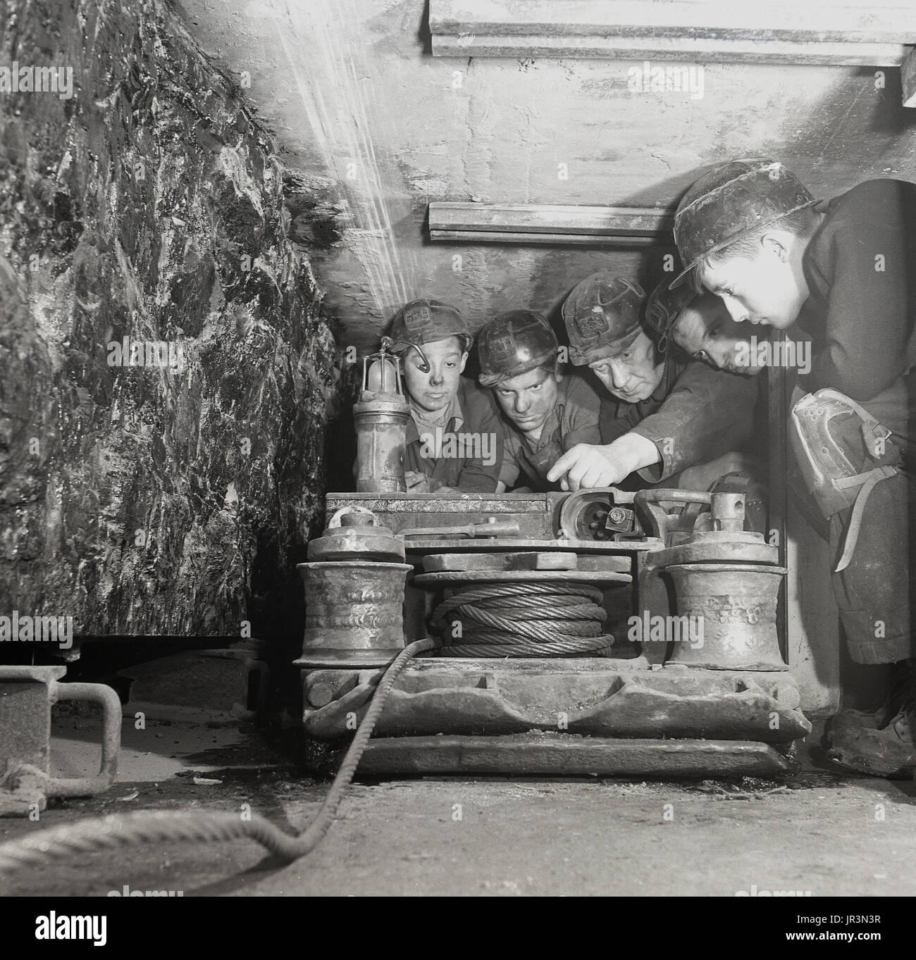 coal mining miners stockfotos coal mining miners bilder. Black Bedroom Furniture Sets. Home Design Ideas