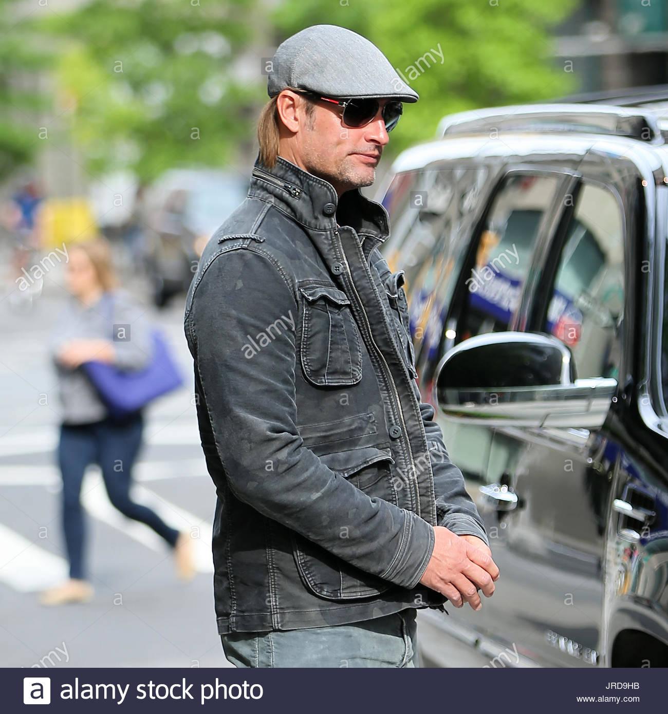 Josh Holloway. Schauspieler Josh Holloway überprüft aus dem Trump Soho Hotel am 15. Mai 2015 in New York Stockbild