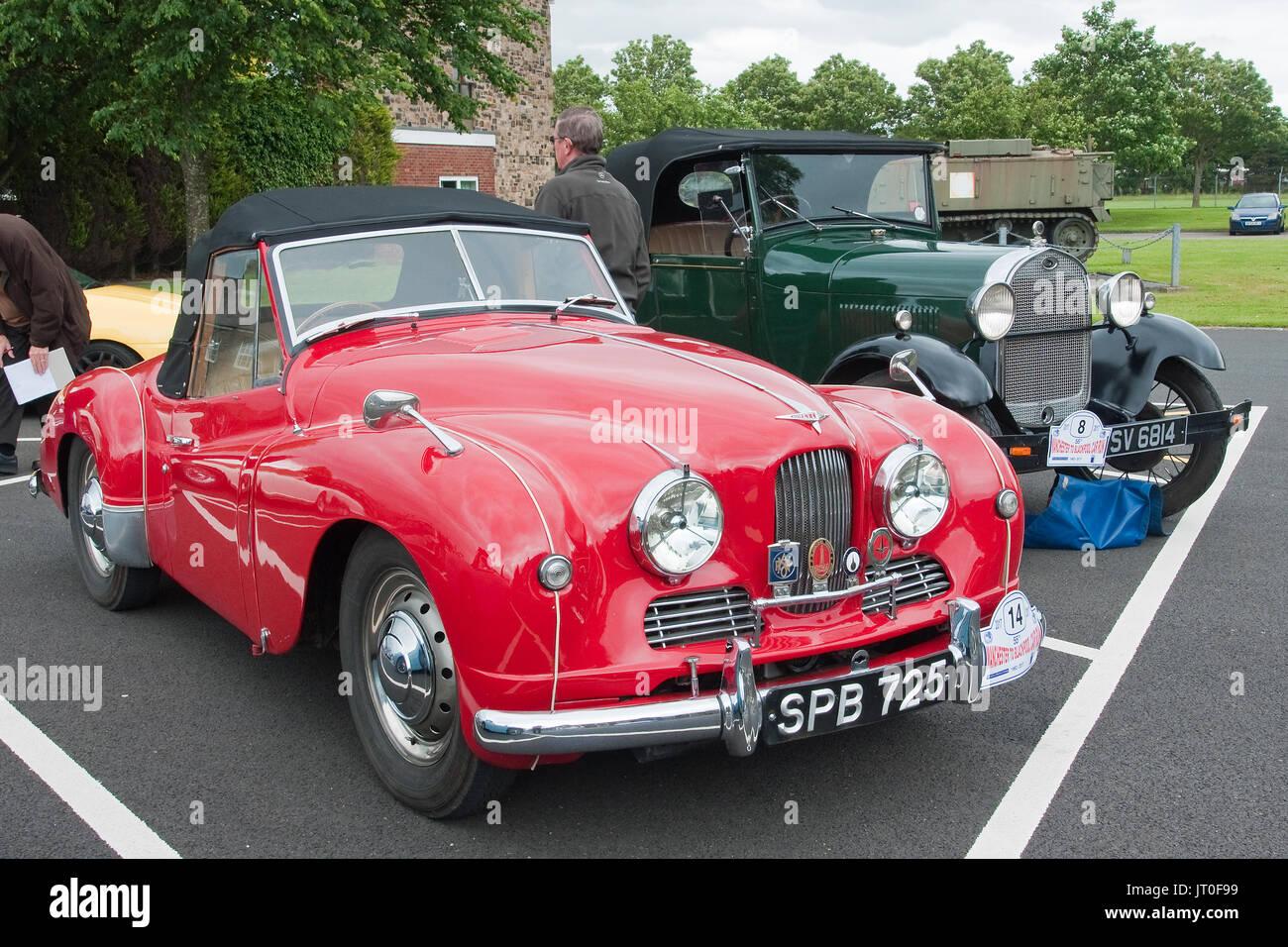 1952 - vintage Jowett Jupiter Sportwagen und 1929 - vintage Ford Modell A Wandelanleihe zu Fulwood Kaserne, Preston, Stockbild