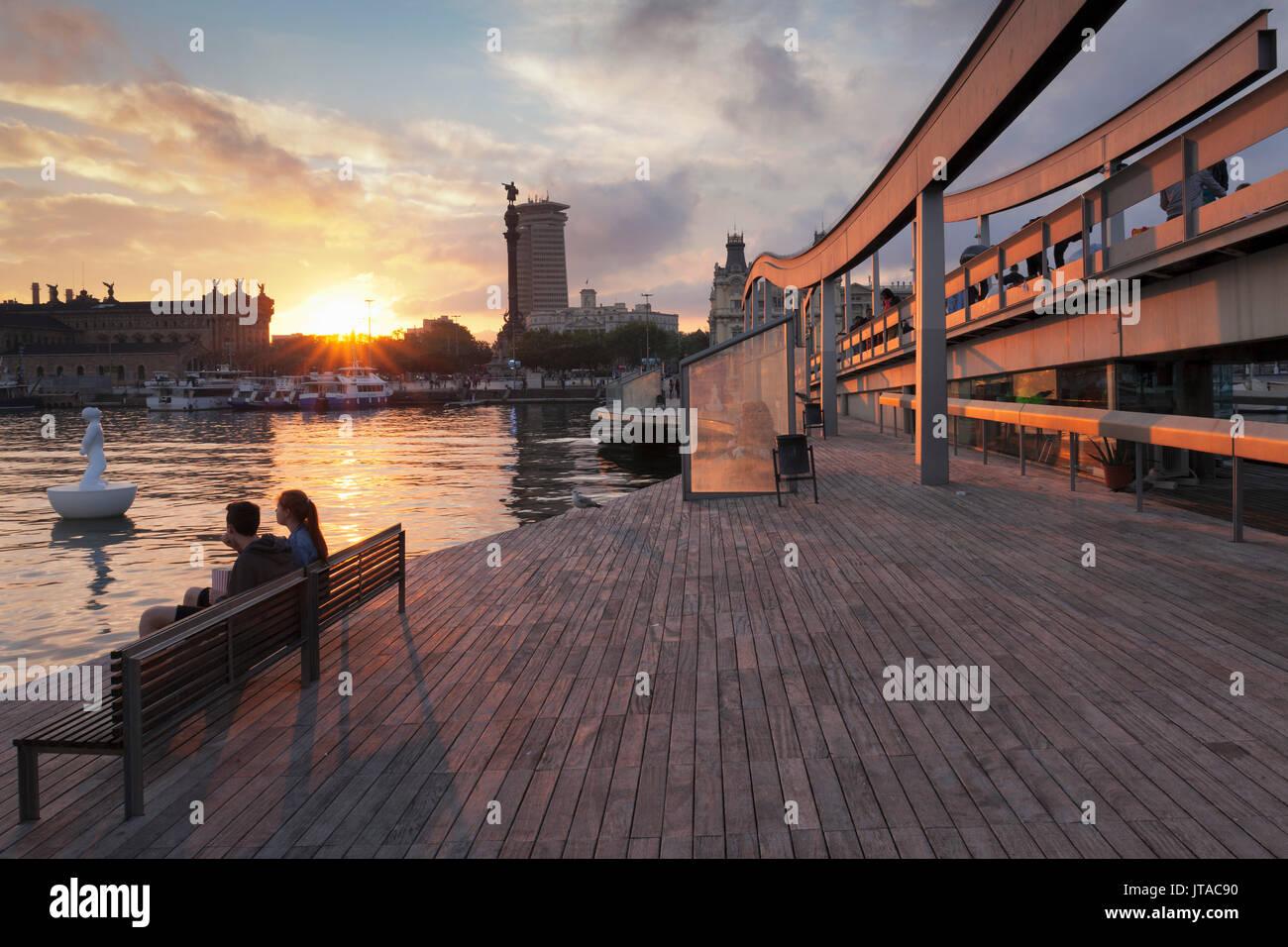 Rambla del Mar, Port Vell, Edificio Doppelpunkt Turm und das Kolumbus Denkmal (Monument a Colom), Barcelona, Katalonien, Stockbild