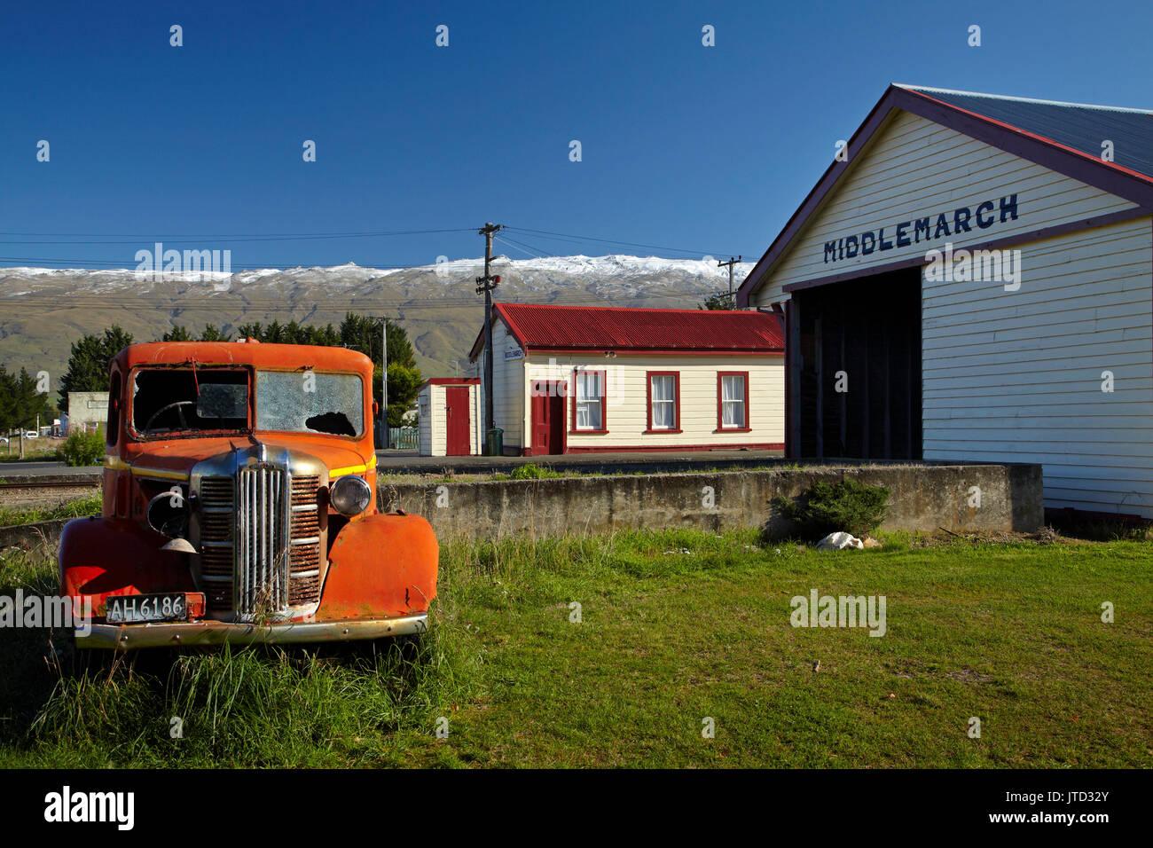 Vintage Austin Lkw und Middlemarch Bahnhof, Strath Taieri, Otago, Südinsel, Neuseeland Stockbild
