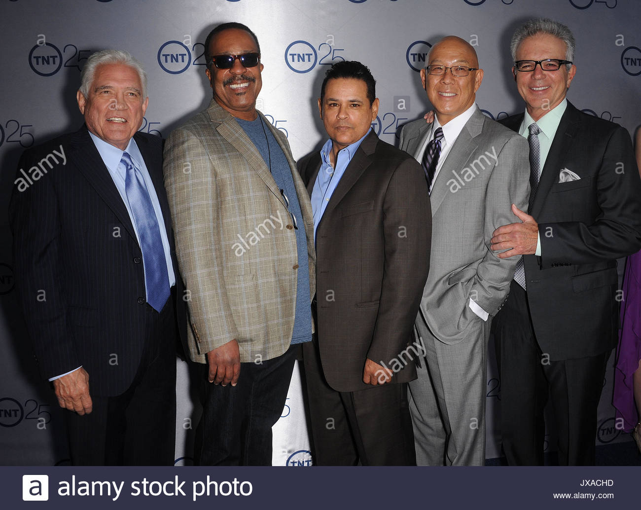 GW Bailey, Robert Gossett, Raymond Cruz, Michael Paul Chan und Tony Denison. Prominente kommen an der TNT 25. Jahrestag Stockbild