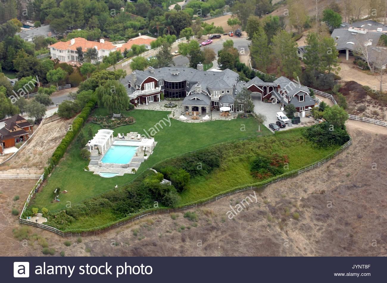 Ozzy und Sharon Osbourne Mansion. Simpson und Verlobter Eric Johnson werden gesagt, auf der Suche nach einem neuen Stockbild