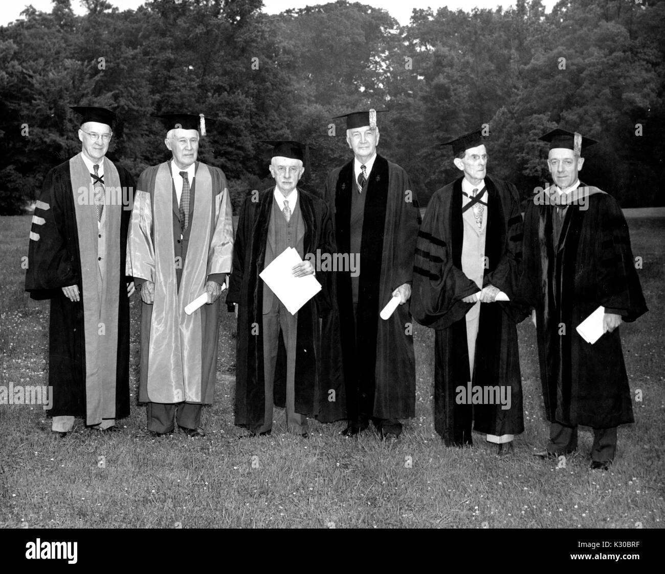 Group Portrait von der Johns Hopkins University Präsident und Ehrendoktor an Empfänger in akademischen Stockbild