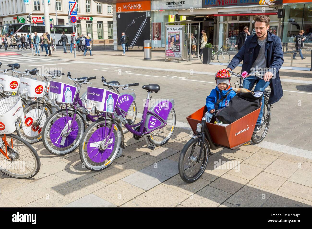 Österreich, Wien, Altstadt zum Weltkulturerbe der UNESCO, Fahrradverleih self-service Stockbild