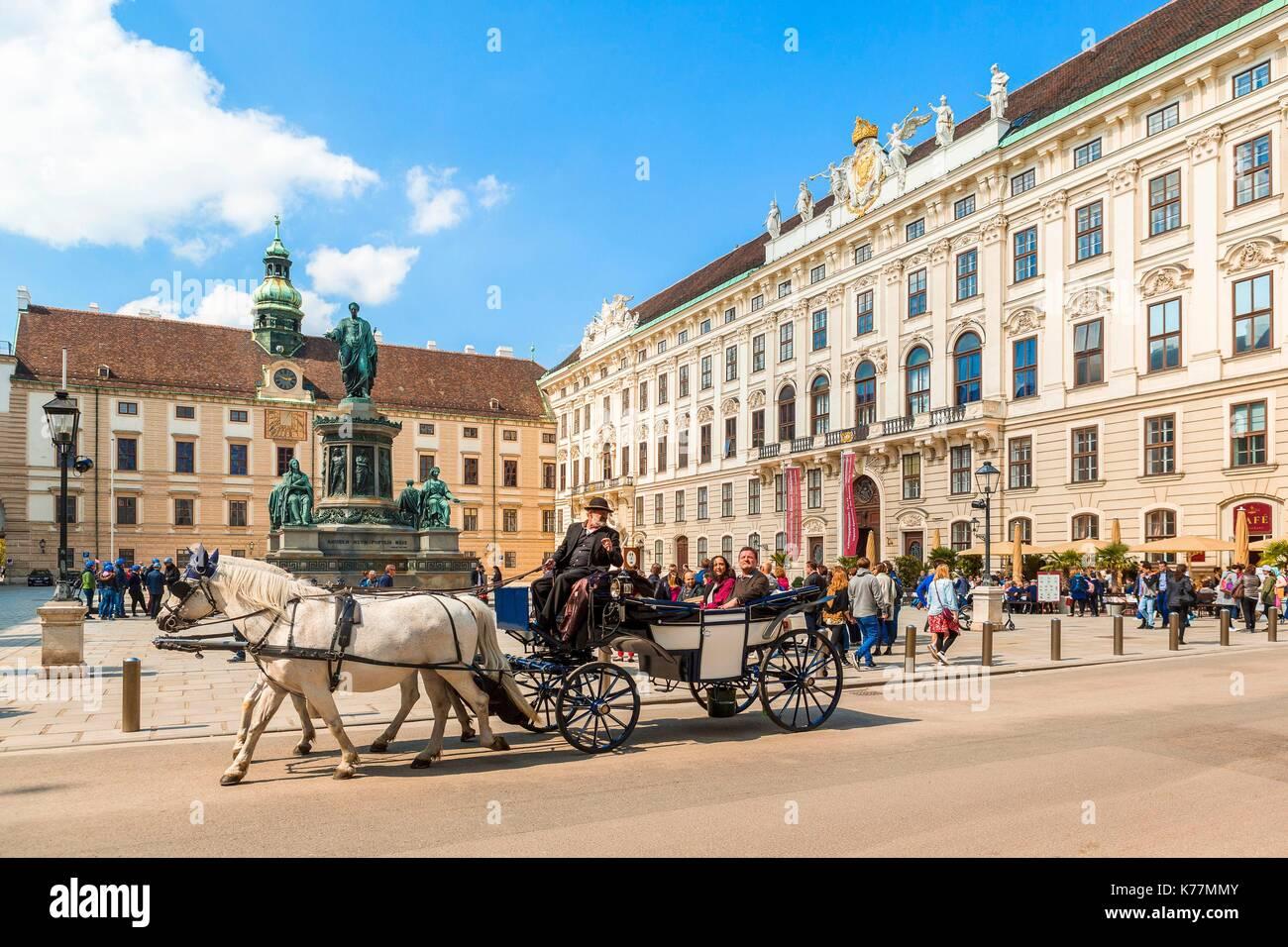 Österreich, Wien, Altstadt zum Weltkulturerbe der UNESCO, In der Burg Hof, Innenhof der Hofburg, dem Schlitten Stockbild