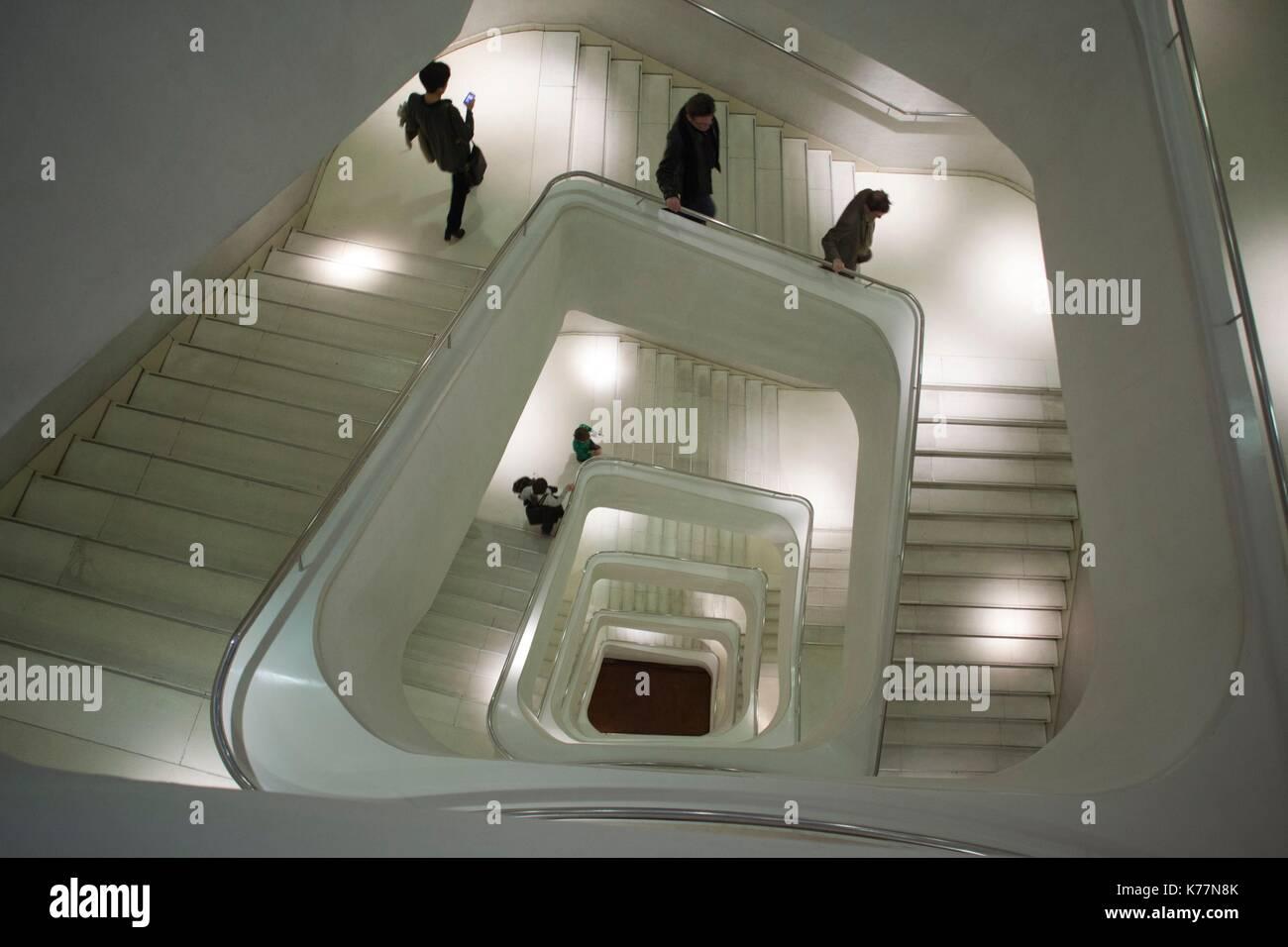 Spanien, Madrid, Paseo del Prado, Caixa Forum, Herzog und de Meuron Architekten, Innenarchitekten, Treppenhaus Stockbild