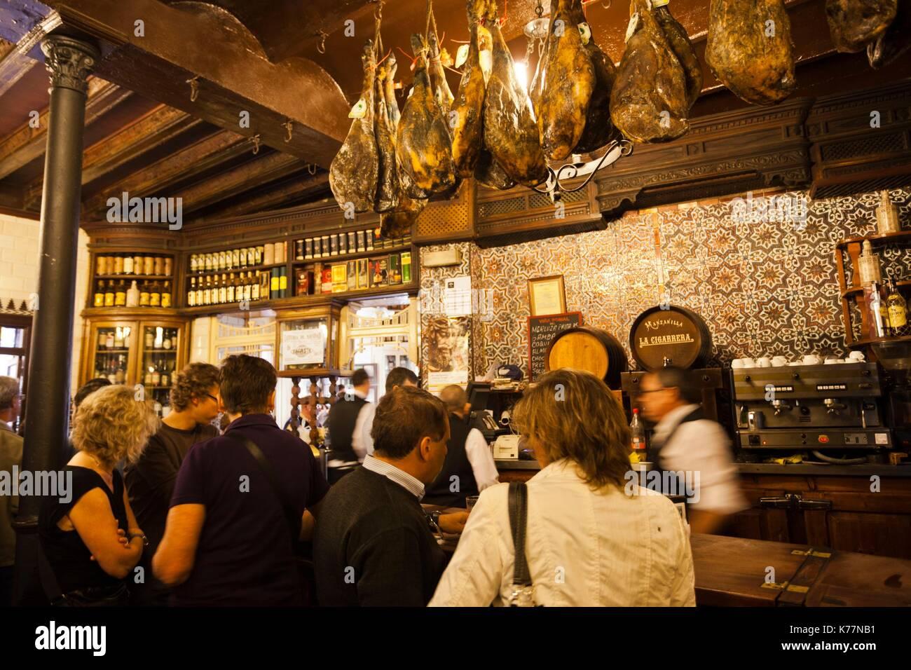 Spanien, Andalusien Region, Provinz Sevilla, Sevilla, El Rinconcillo, die älteste Bar in Sevilla, Interieur, Stockbild