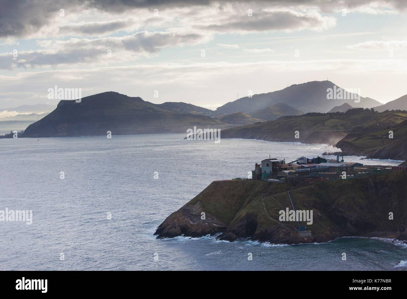 Spanien, Baskenland Region, Provinz Vizcaya, Bilbao, Miono, mit Blick auf die Mündung des Rio de Bilbao und Stockbild