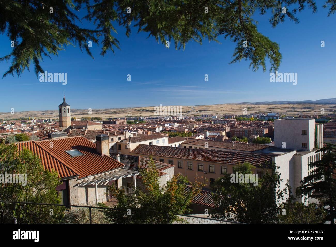 Spanien, Castilla y Leon Region, Provinz Avila, Avila, erhöhten Blick auf die Stadt vom Parque del Rastro Stockbild