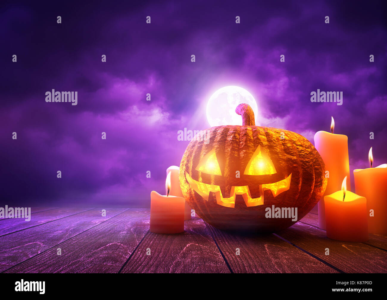 Eine leuchtende Kürbis Jack-O-Lantern gegen lila Himmel Hintergrund auf Halloween, mixed media Abbildung. Stockbild