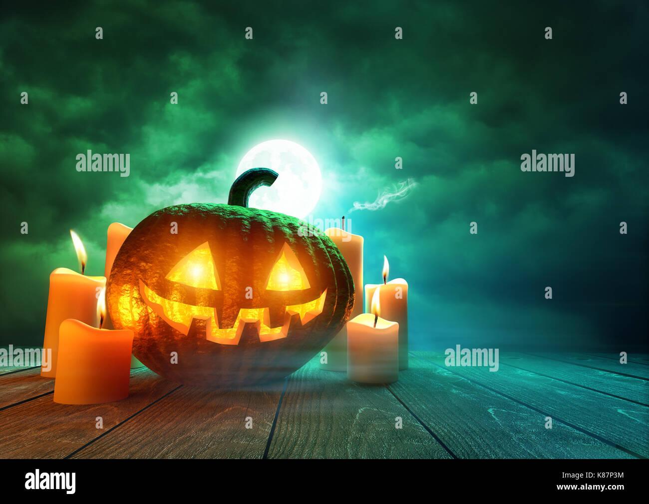 Eine leuchtende Kürbis Jack-O-Lantern beleuchtet durch eine unheimliche grüne Mondlicht auf Halloween, Stockbild