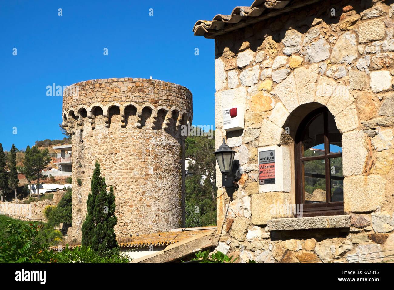 Gebäude in der Altstadt von Tossa de Mar, Costa Brava, Katalonien, Spanien, Stockbild