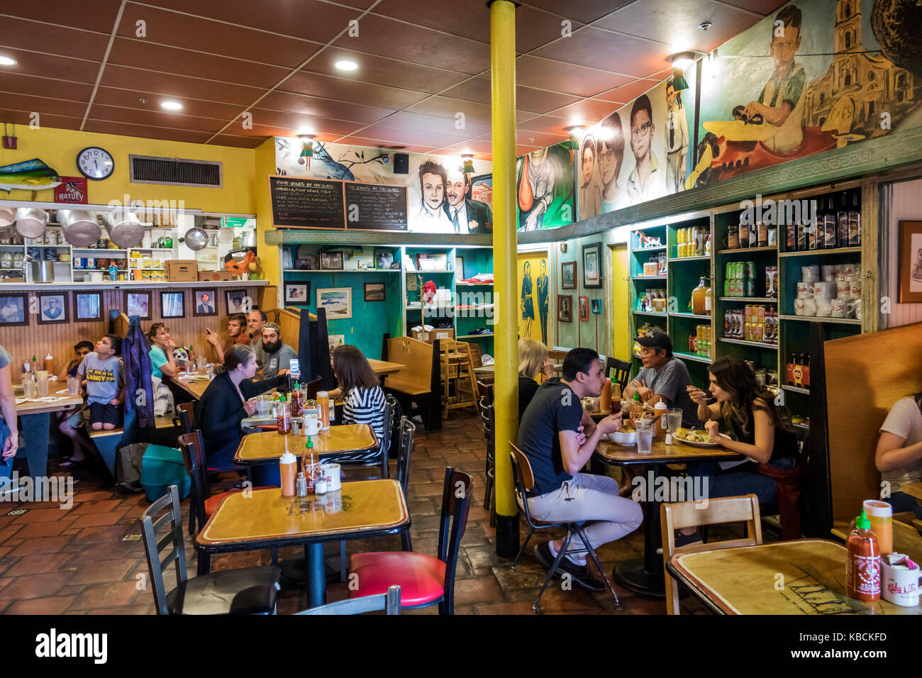 Richmond Virginia Ventilator Bezirk Nachbarschaft Kuba Restaurant kubanische Küche Esstisch Innenraum Stockbild