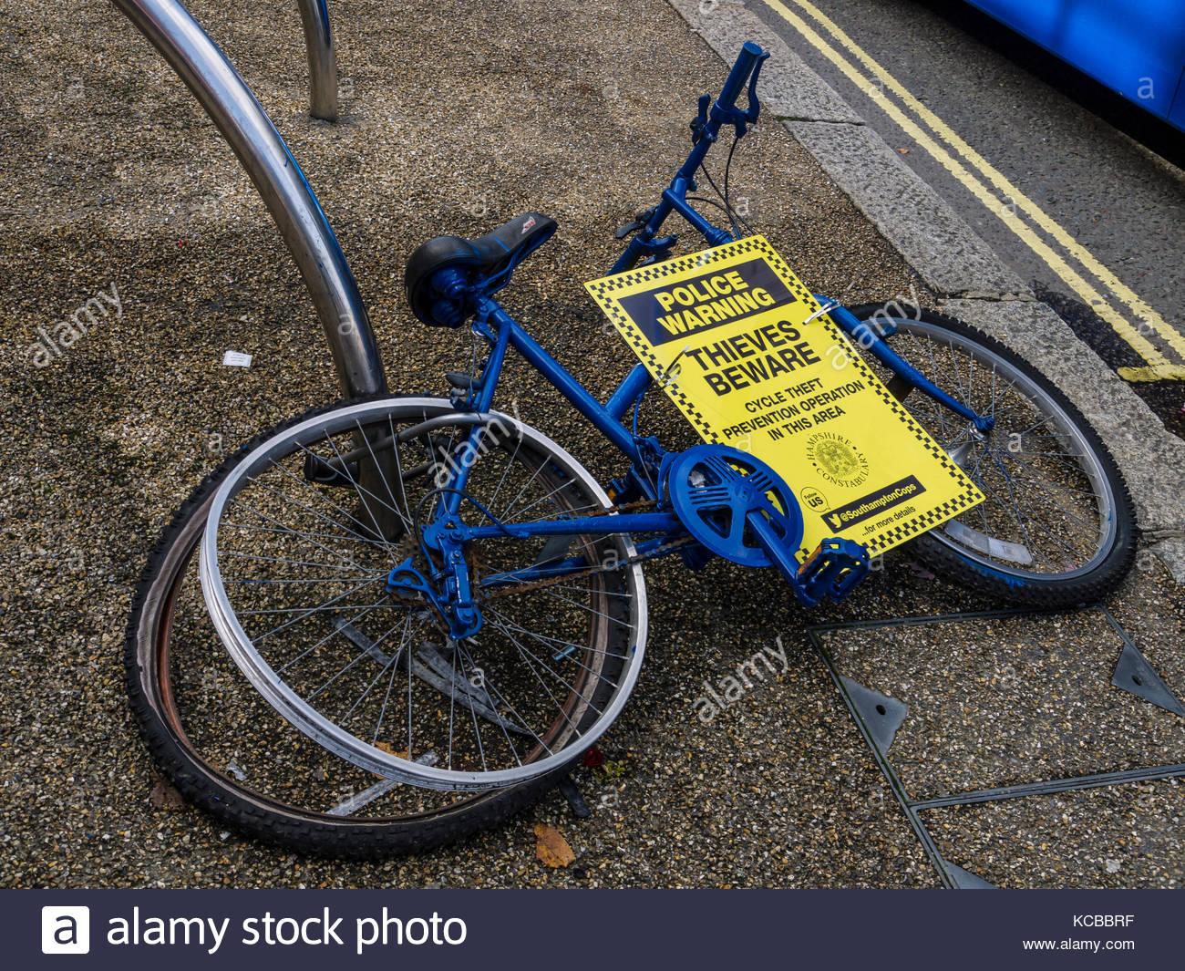 Polizei Motorrad Diebstahl Warnung Southampton, Hampshire england Stockbild