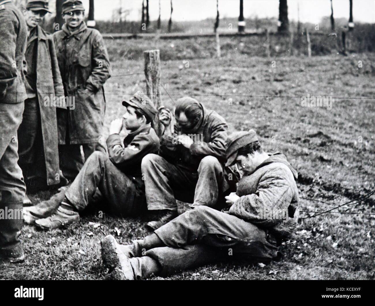 Foto von deutschen Kriegsgefangenen in Frankreich 1944 während des Zweiten Weltkrieges vom 20. Stockbild