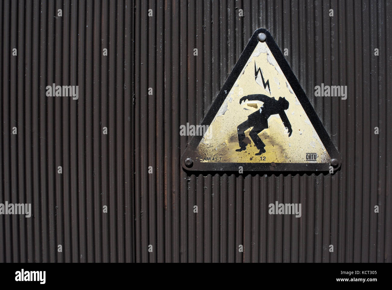 electricity sign stockfotos electricity sign bilder alamy. Black Bedroom Furniture Sets. Home Design Ideas