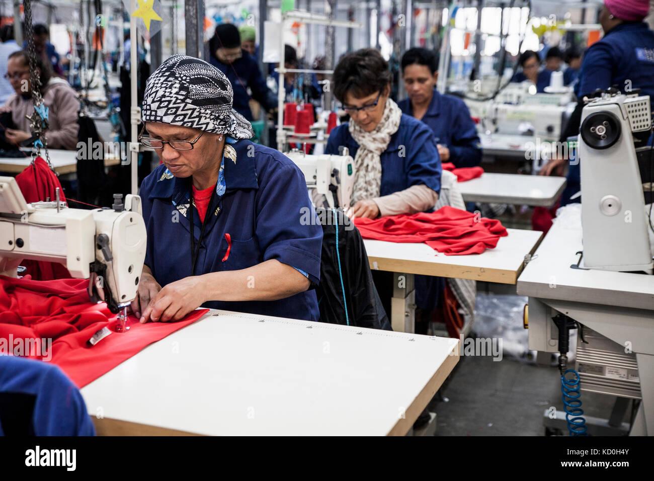 Die näherinnen in der Fabrik arbeiten, Kapstadt, Südafrika Stockbild