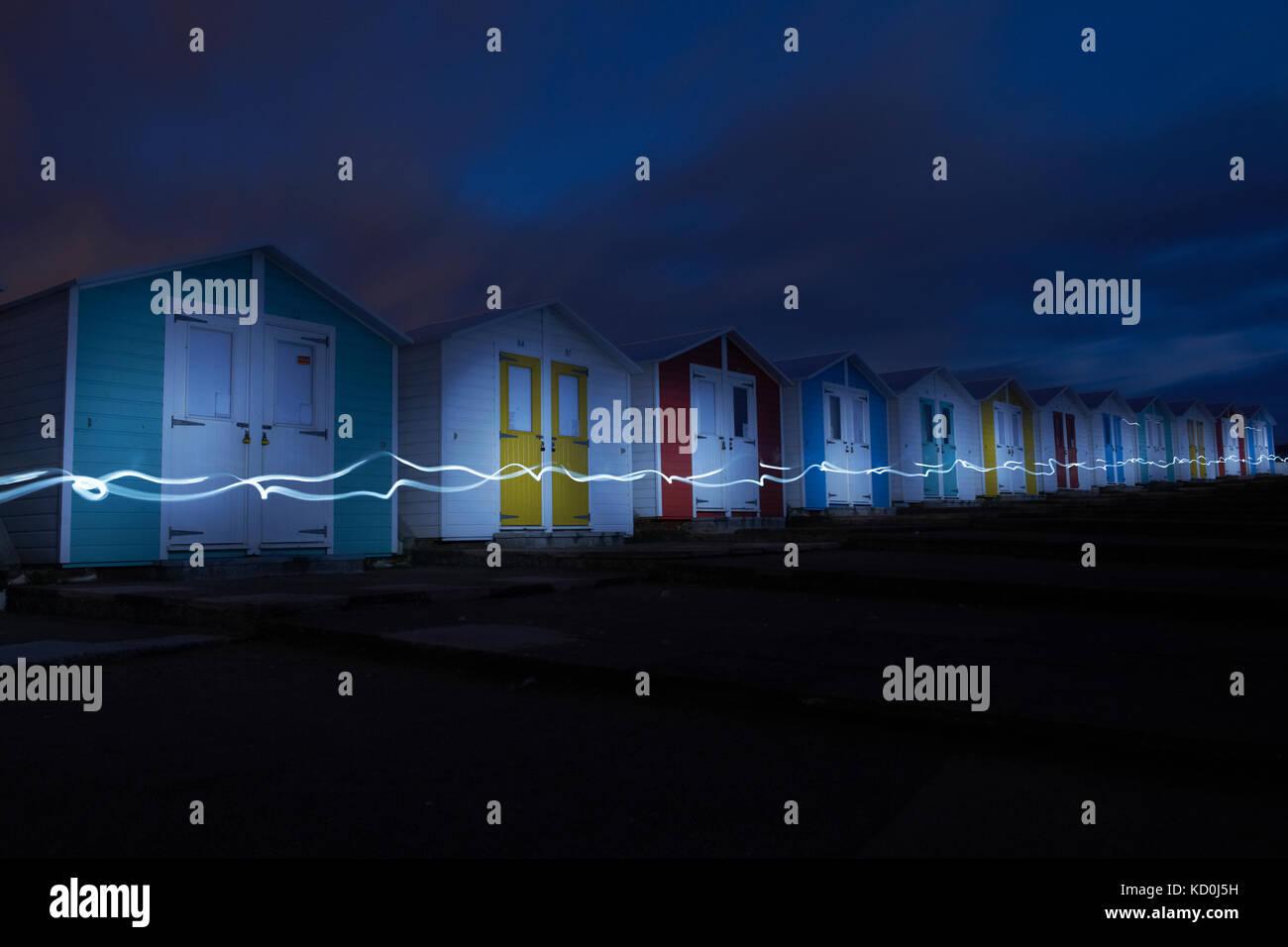 Lange Belichtung Bild von Strand Hütten in der Nacht, Bude, Cornwall, Großbritannien, Europa Stockbild