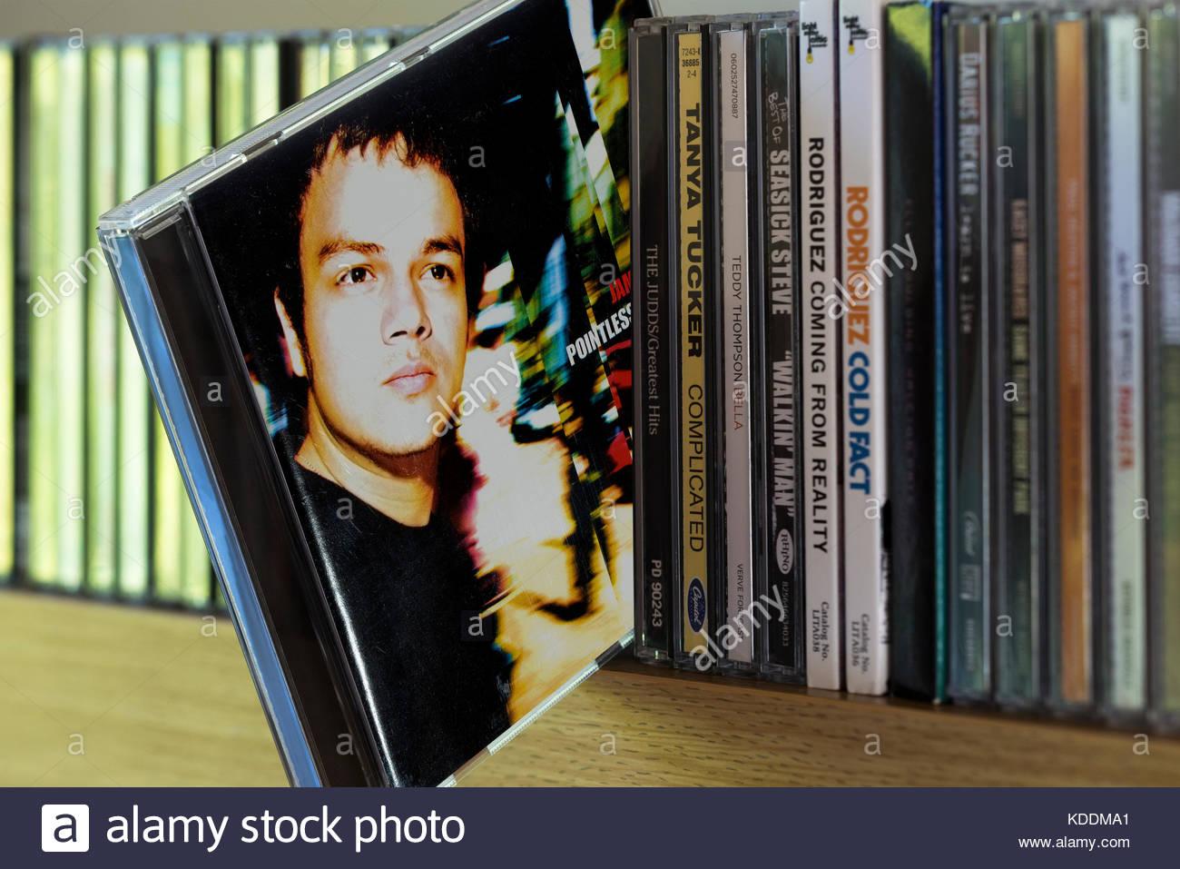 Sinnlos Nostalgischen, Jamie Cullum CD zog sich von den anderen CD's auf einem Regal, Dorset, England Stockbild