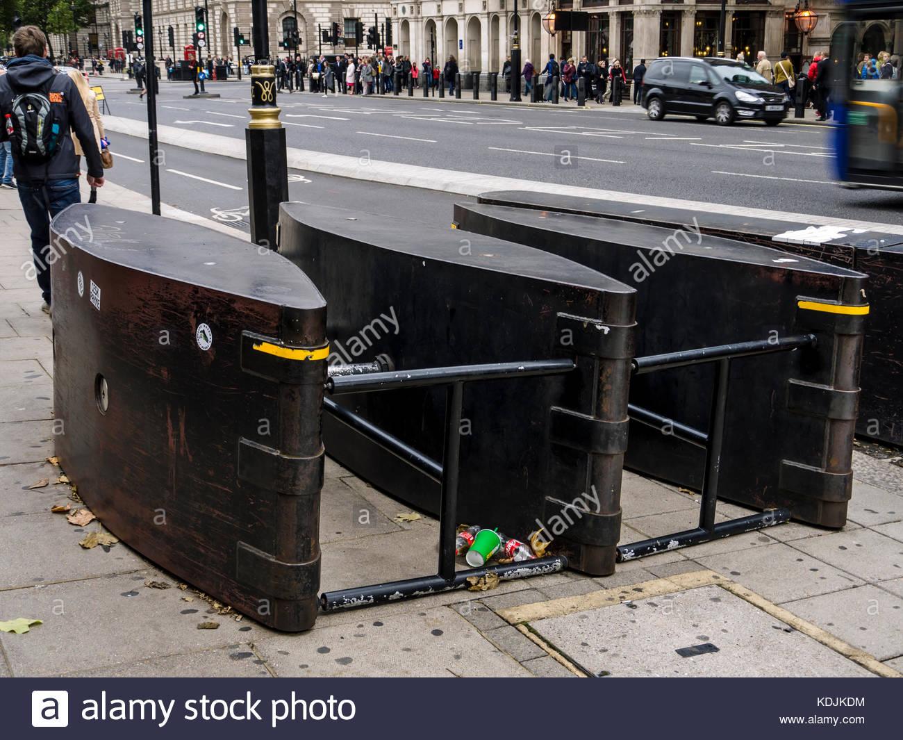 London England Sicherheitsbarriere gegen Angriffe vehicleterrorist Westminster Bridge Stockbild