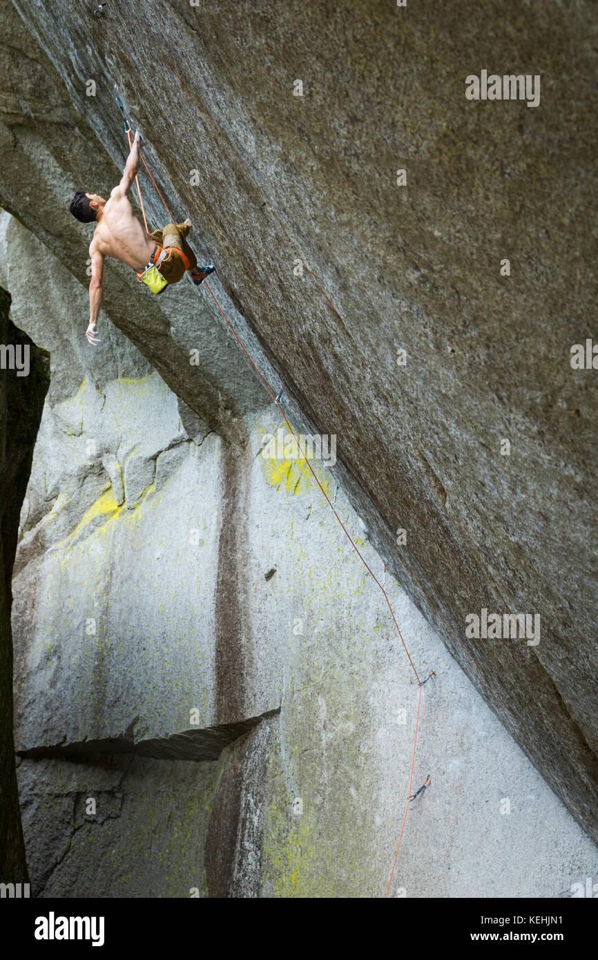 Gemischten Rennen junge Klettern Stockbild