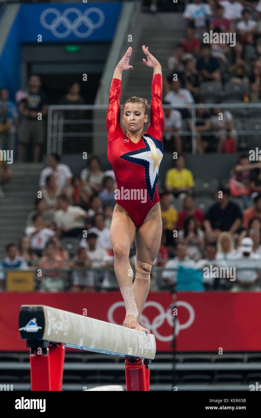 Alicia Sacramone (USA) auf dem Schwebebalken in der Frauen Qualifikation bei den Olympischen Sommerspiele in Peking, Stockbild