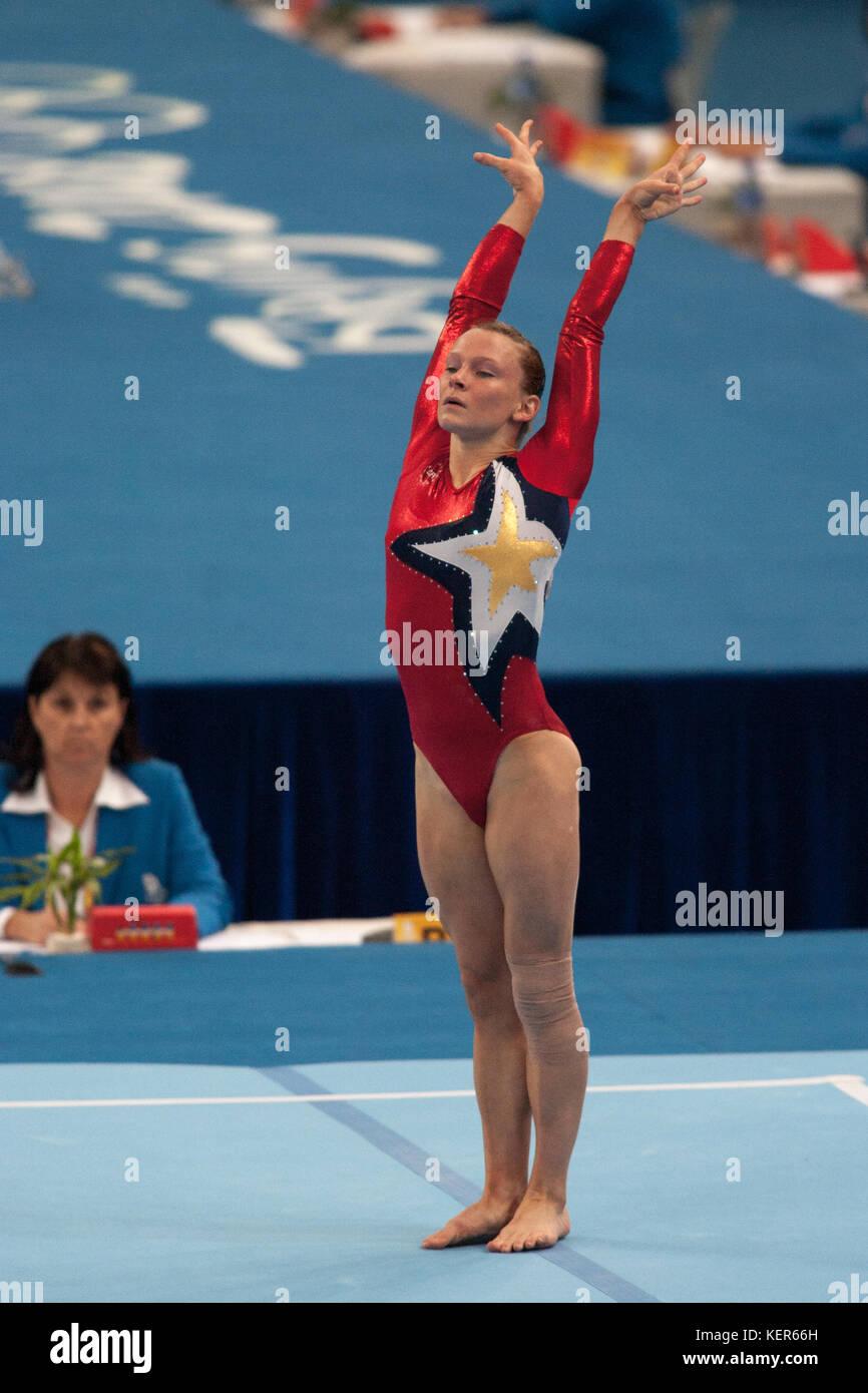 Bridget Sloan (USA) auf dem Boden Übung in der Frauen Qualifikation bei den Olympischen Sommerspiele in Peking, Stockbild