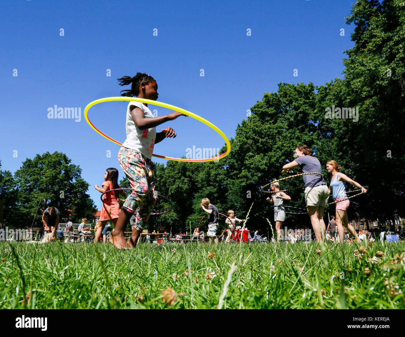 Utrecht: die Nachbarschaft Campingplatz in der majellapark. trundle ein Hoop. Stockbild