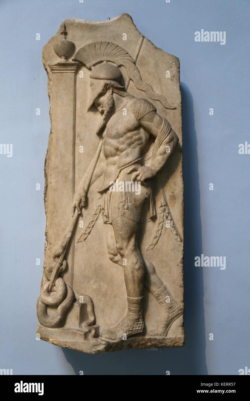 Griechische Krieger. hellenistischen, 1. Jahrhundert v. Chr. von Rhodos. Marmor Grab. Krieger gekleidet, Cuirass Stockbild
