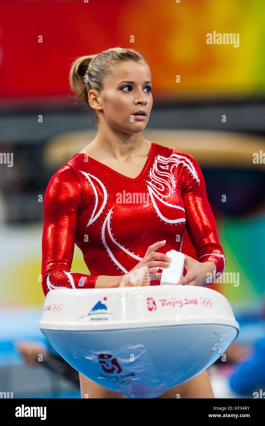Alicia Sacramone (USA) in der Nationalmannschaft bei den Olympischen Sommerspielen 2008 in Peking, China Stockbild