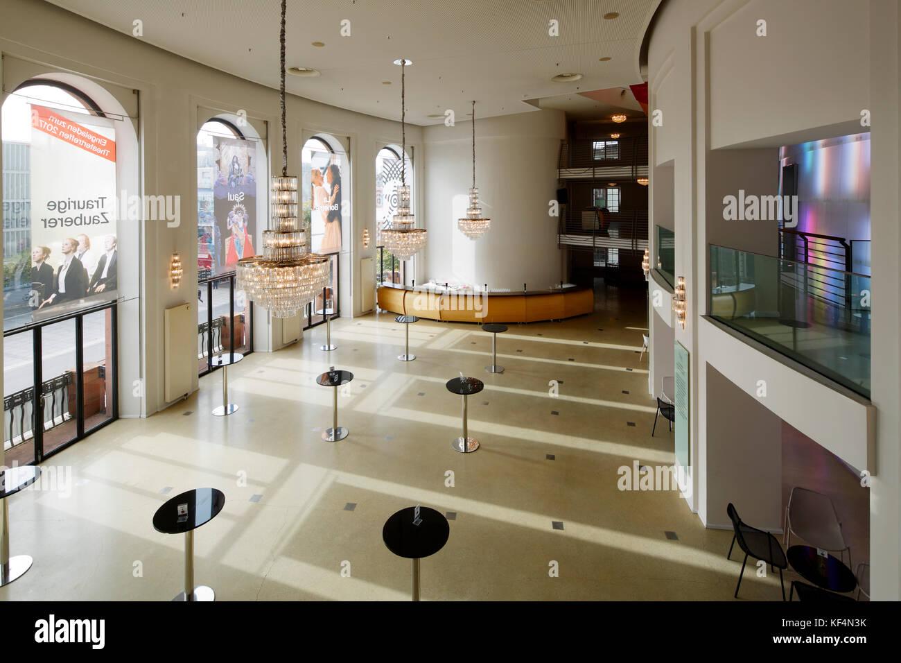 Staatstheater Mainz, Rheinland Pfalz, Großes Haus, Foyer, Empfangshalle,  Kronleuchter, Stehtische