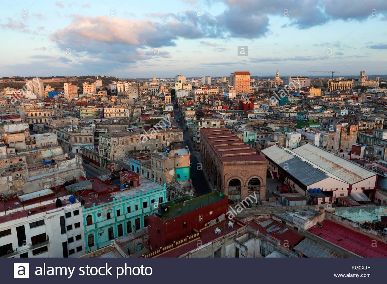 Blick über das Stadtviertel centro zum Stadtzentrum, Havanna, Kuba engl.: Kuba, Havanna, Blick über Centro Stockbild