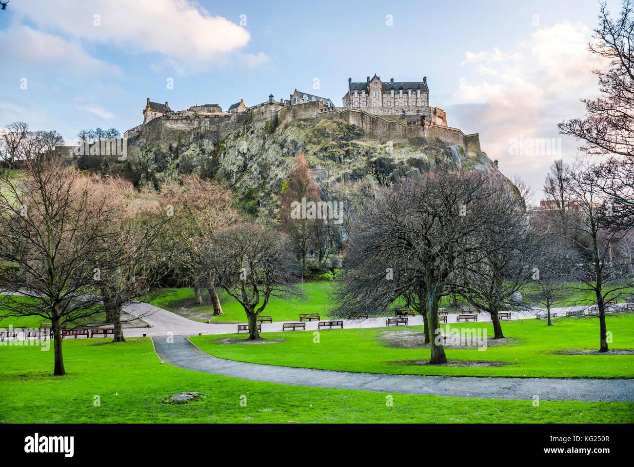 Edinburgh Castle, UNESCO-Weltkulturerbe, von der Princes Street Gardens, Edinburgh, Schottland, Großbritannien, Stockbild