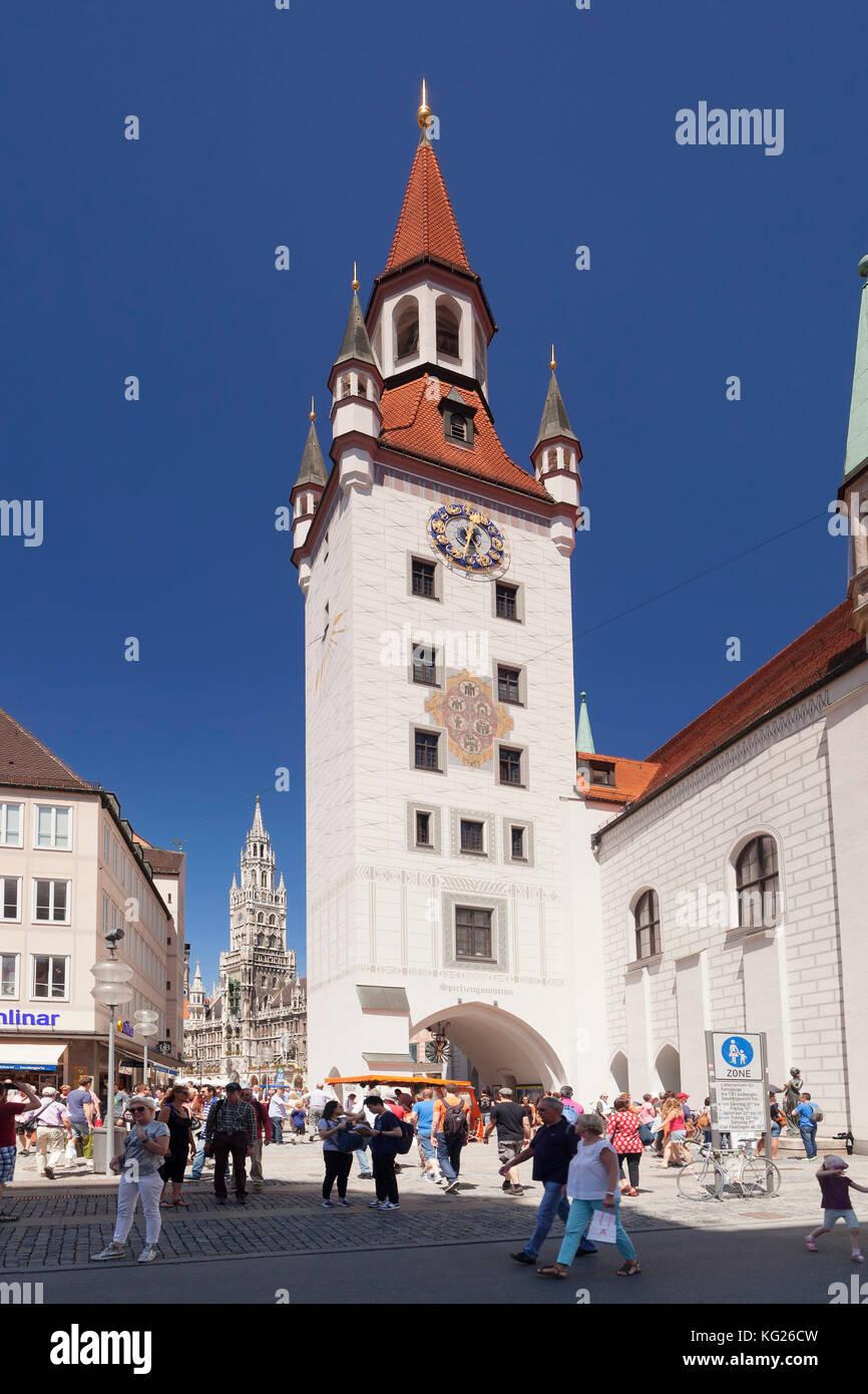 Blick vom Alten Rathaus (altes Rathaus), um das neue Rathaus (Neues Rathaus) am Marienplatz, München, Bayern, Stockbild