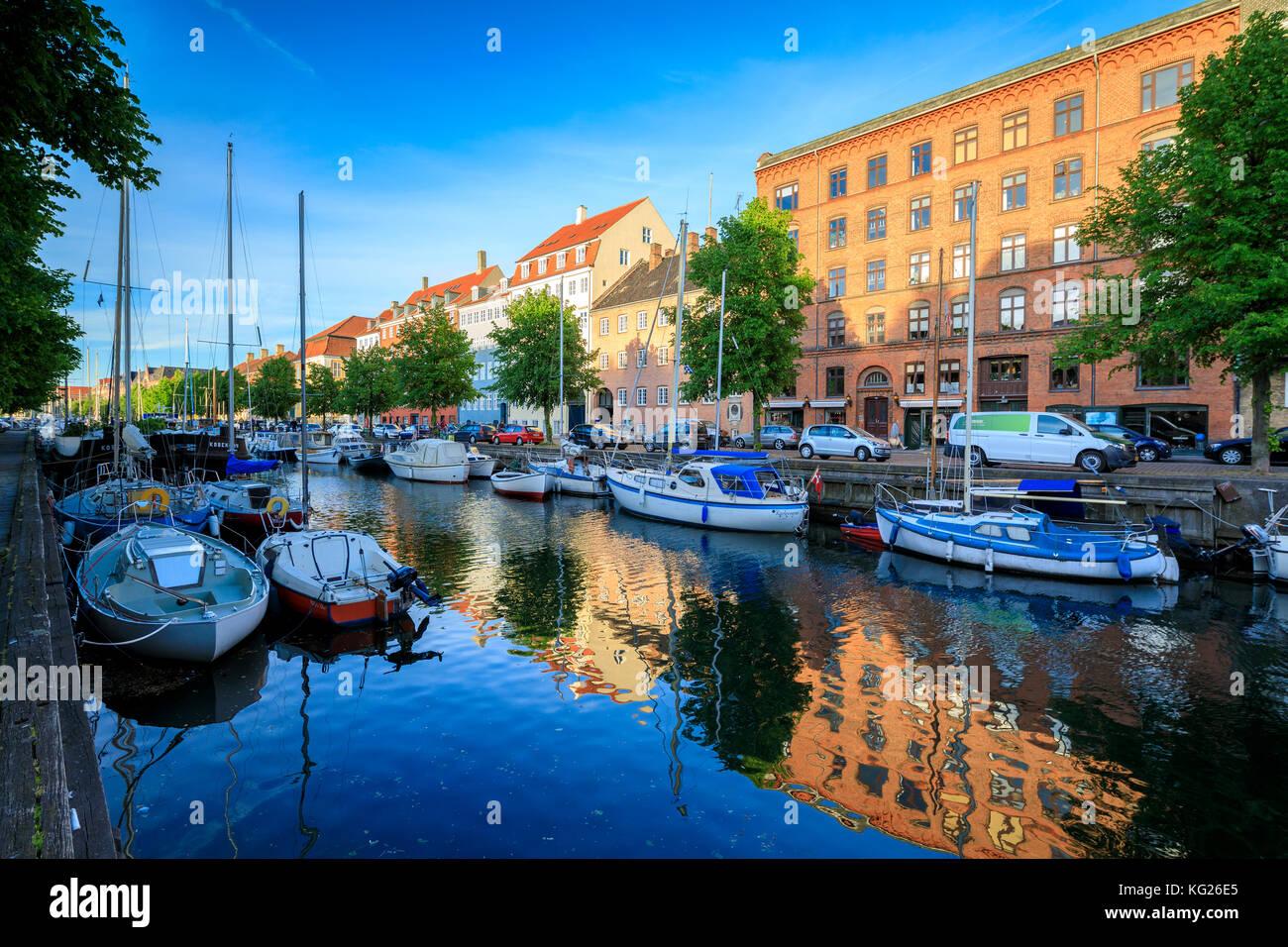 Boote in Christianshavn Kanal, Kopenhagen, Dänemark, Europa Stockbild