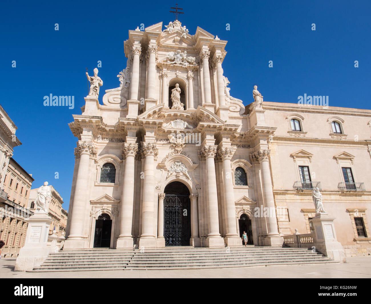 Die Kathedrale von Syrakus, der Insel Ortygia, UNESCO-Weltkulturerbe, Syrakus (Siracusa), Sizilien, Italien, Europa Stockbild